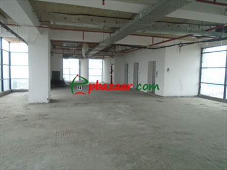A 4000 SQ FT ready commercial space is ready to be rented in Progoti Sharoni, g এর ছবি