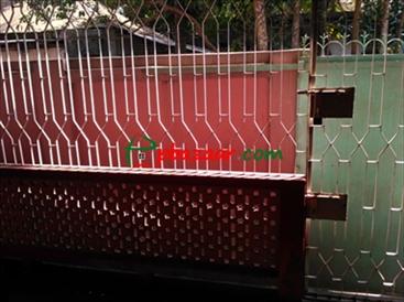 রংপুর শহরের মুন্সিপাড়ায় ৫ শতক জমিসহ তিন তলা ভিত্তি দেয়া বাড়ী বিক্রয় এর ছবি