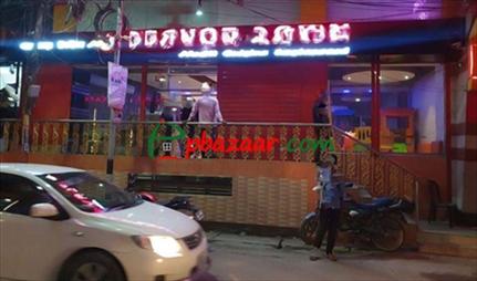 1050 sqft, Showroom/Shop/Restaurant for Rent at Wari এর ছবি